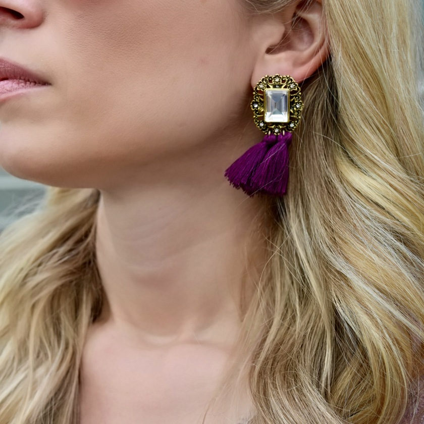 Close up earrings_outfit 2